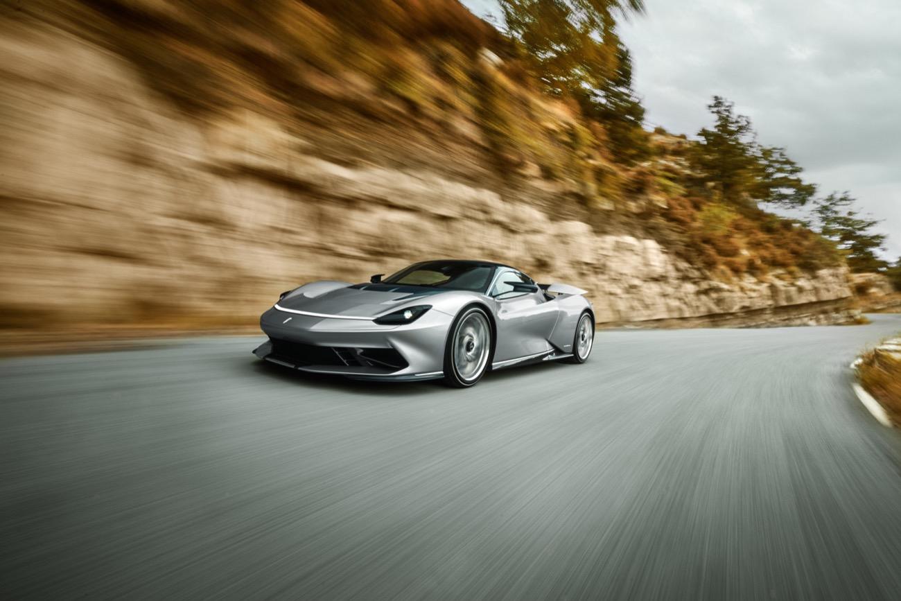 El Pininfarina Battista, el superdeportivo eléctrico de 1.900 CV, se presenta en Monterey luciendo una actualización que afecta a su rendimiento