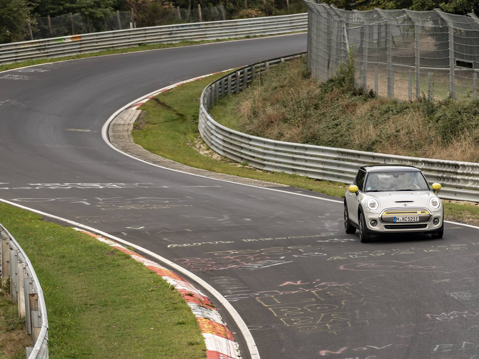 Mini Cooper Se Nurburgring (1)