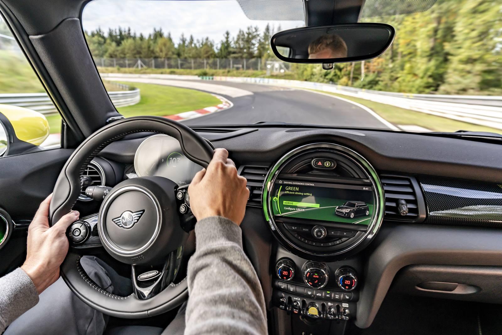 Mini Cooper Se Nurburgring (4)