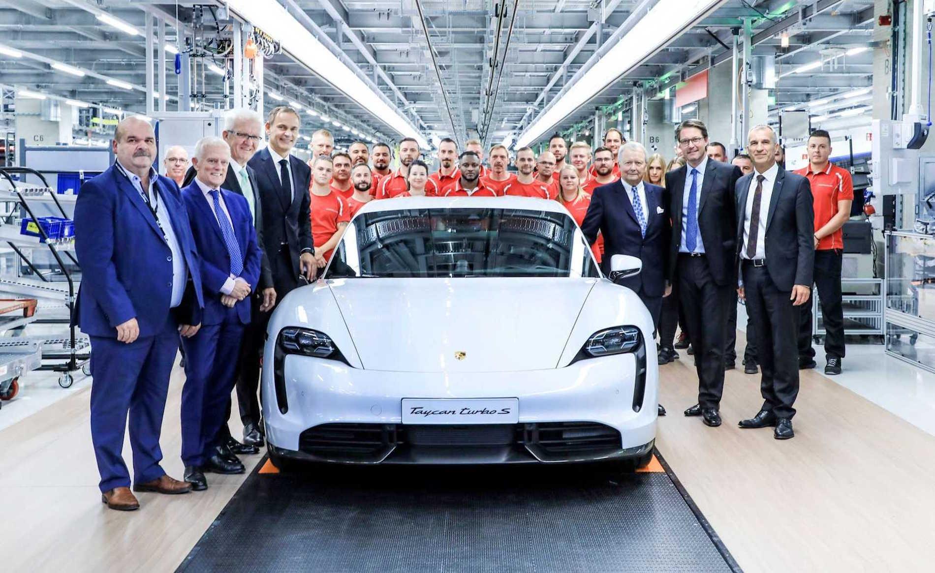 Porsche Taycan empleados