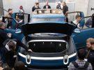 Rivian presenta su pickup R1T en un nuevo color azul