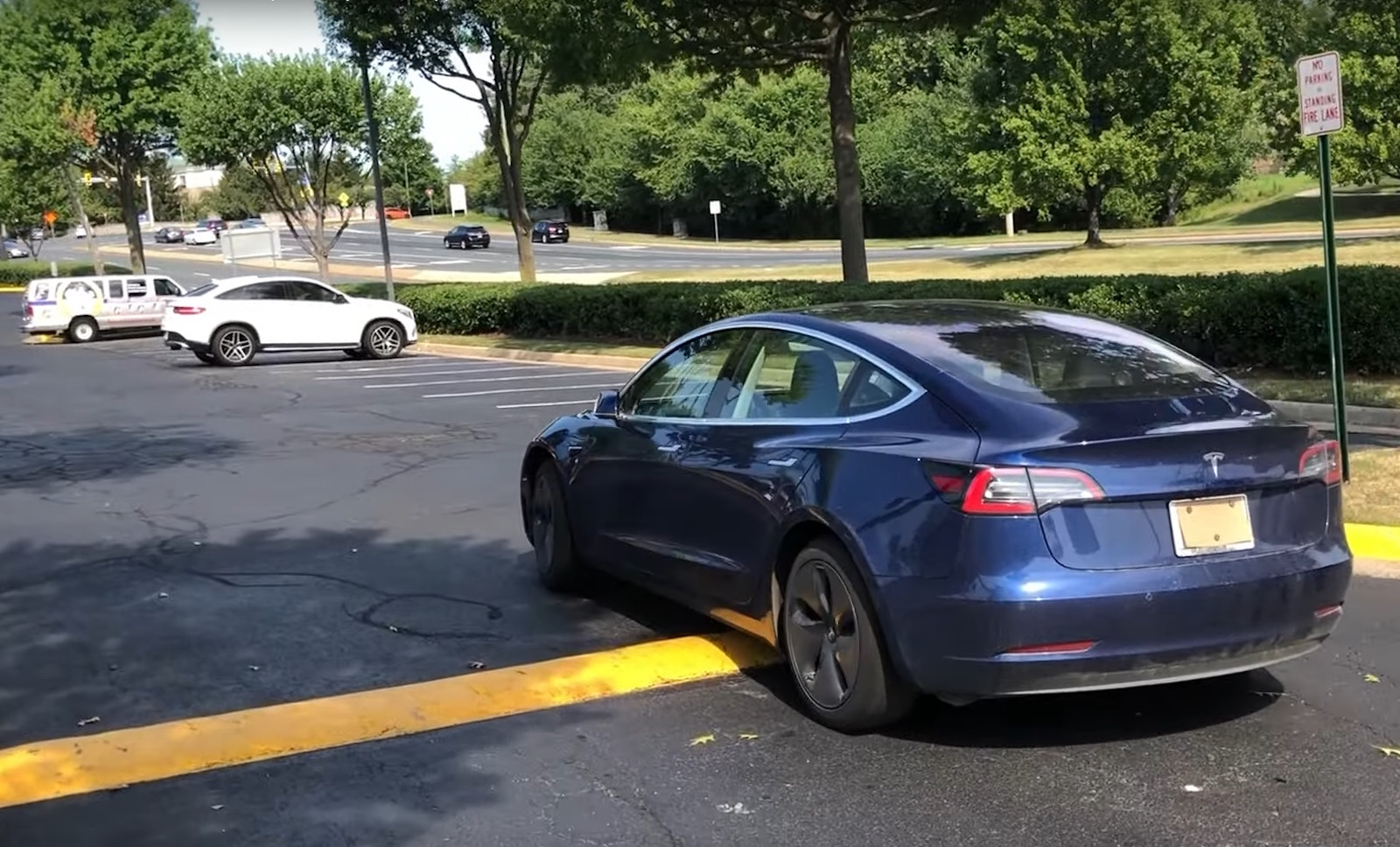 Tesla Model3 Smart Summon Back