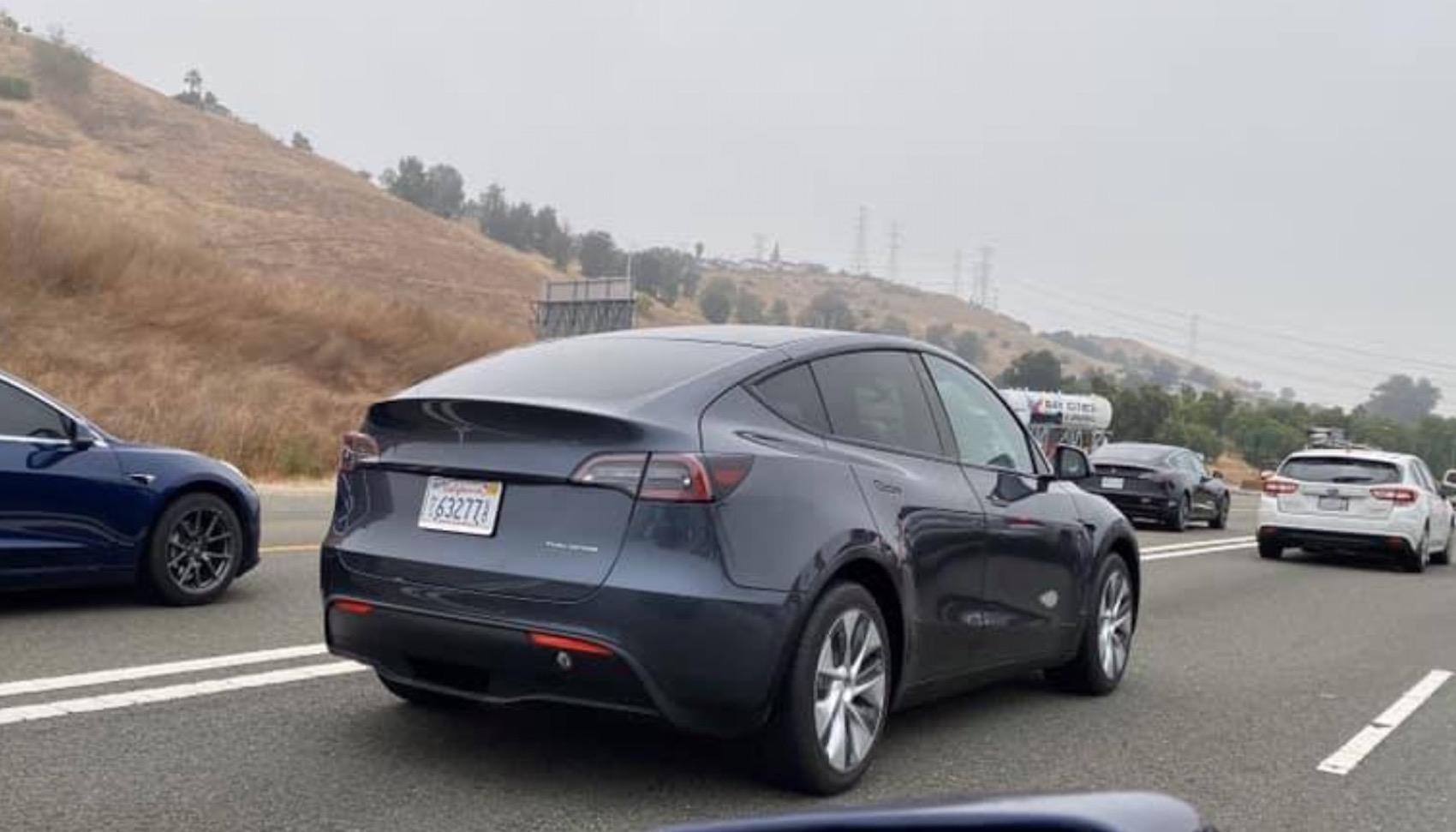 Tesla Modely Gris Calles