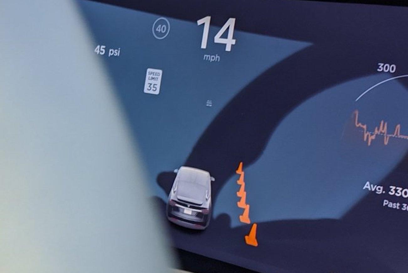 Tesla Autopilot Conos Trafico