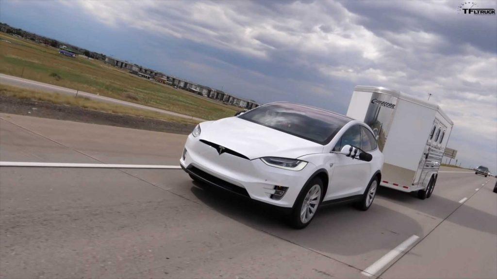 Tesla Model X 100d Remolque 1