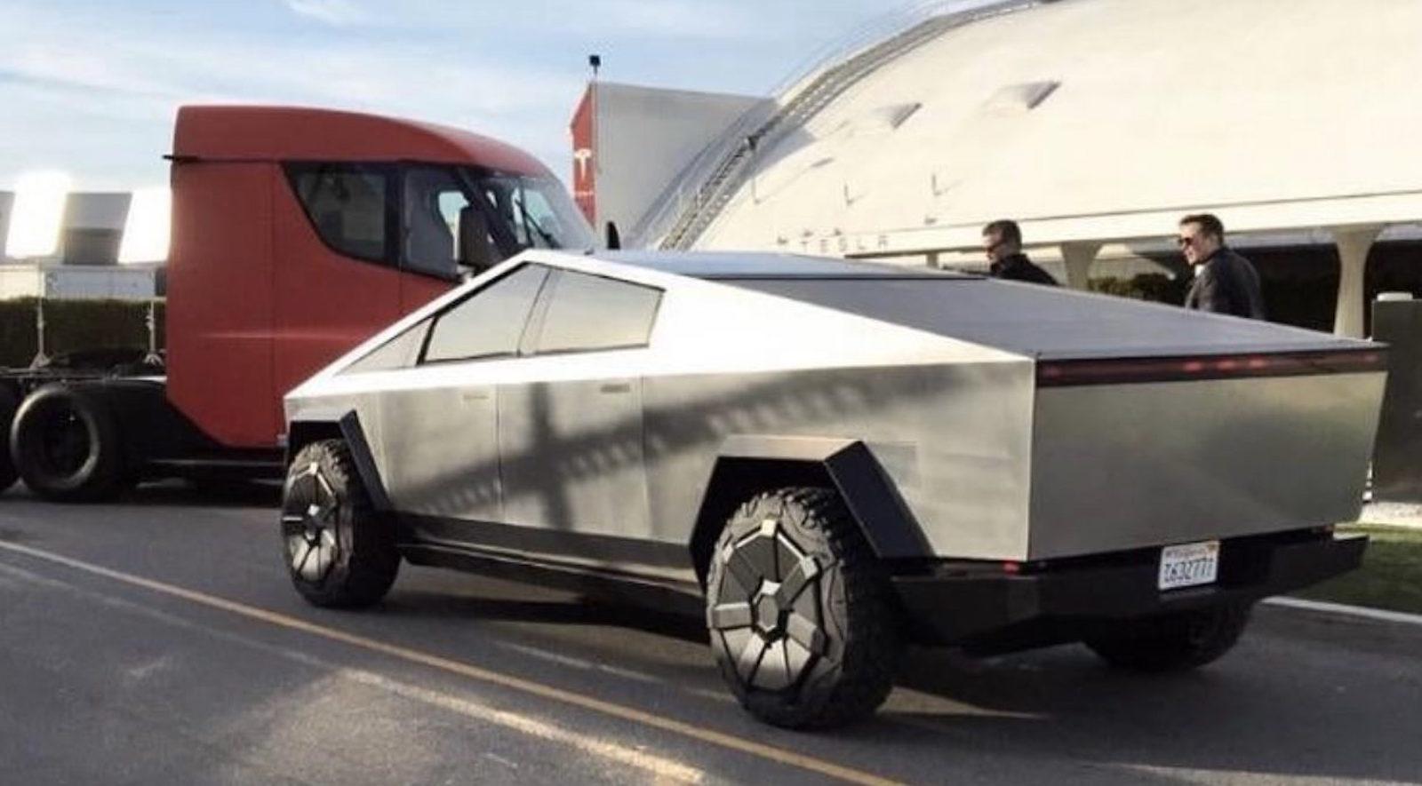 Tesla Cybertruck Semi California