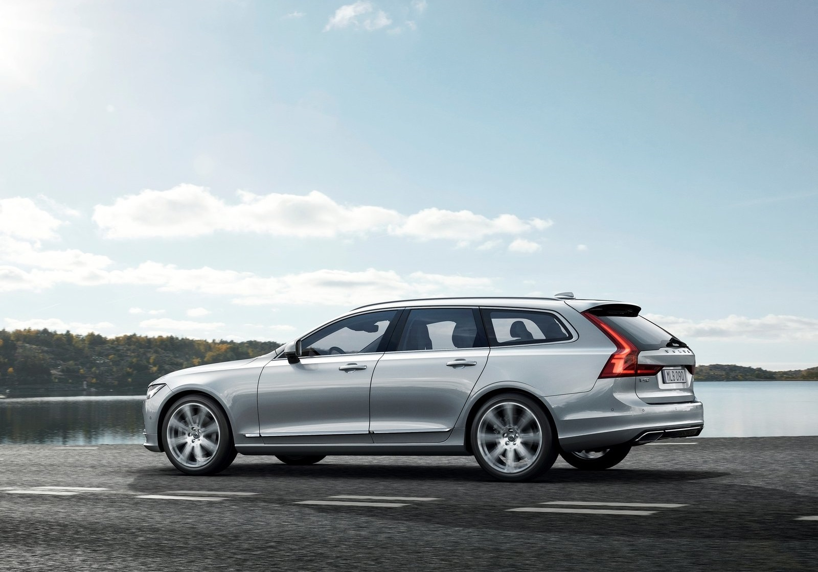 Volvo V90 Estate 2017 1600 27