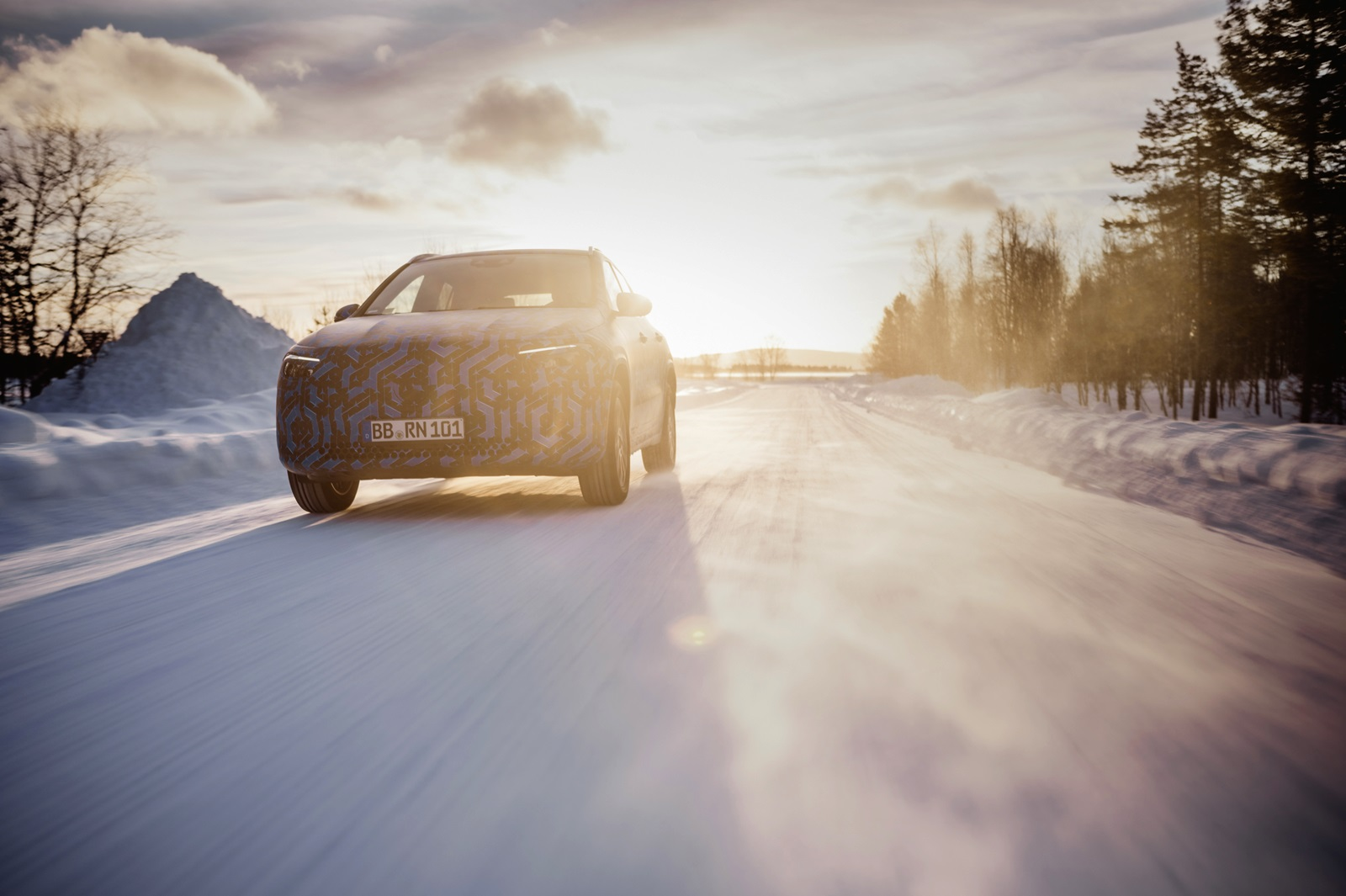 Die Kompakten Werden Elektrisch: Der Eqa Auf Wintererprobung Und Neue Plug In Hybride Auf Dem Genfer Automobilsalon The Compacts Are Turning Electric: The Eqa In Winter Testing And New Plug In Hybrids At The Geneva Motor Show