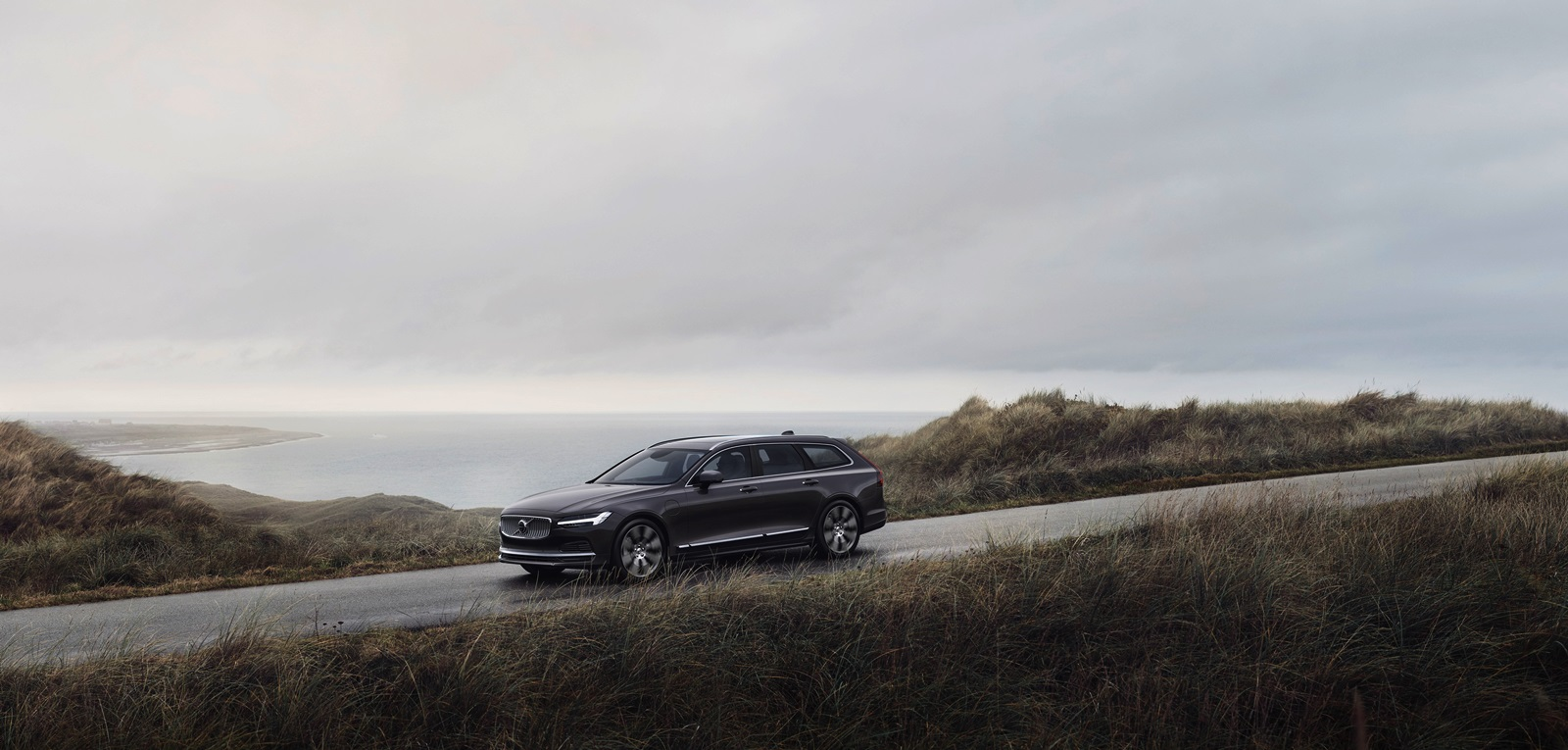 The Refreshed Volvo V90 Recharge T8 Plug In Hybrid In Platinum Grey