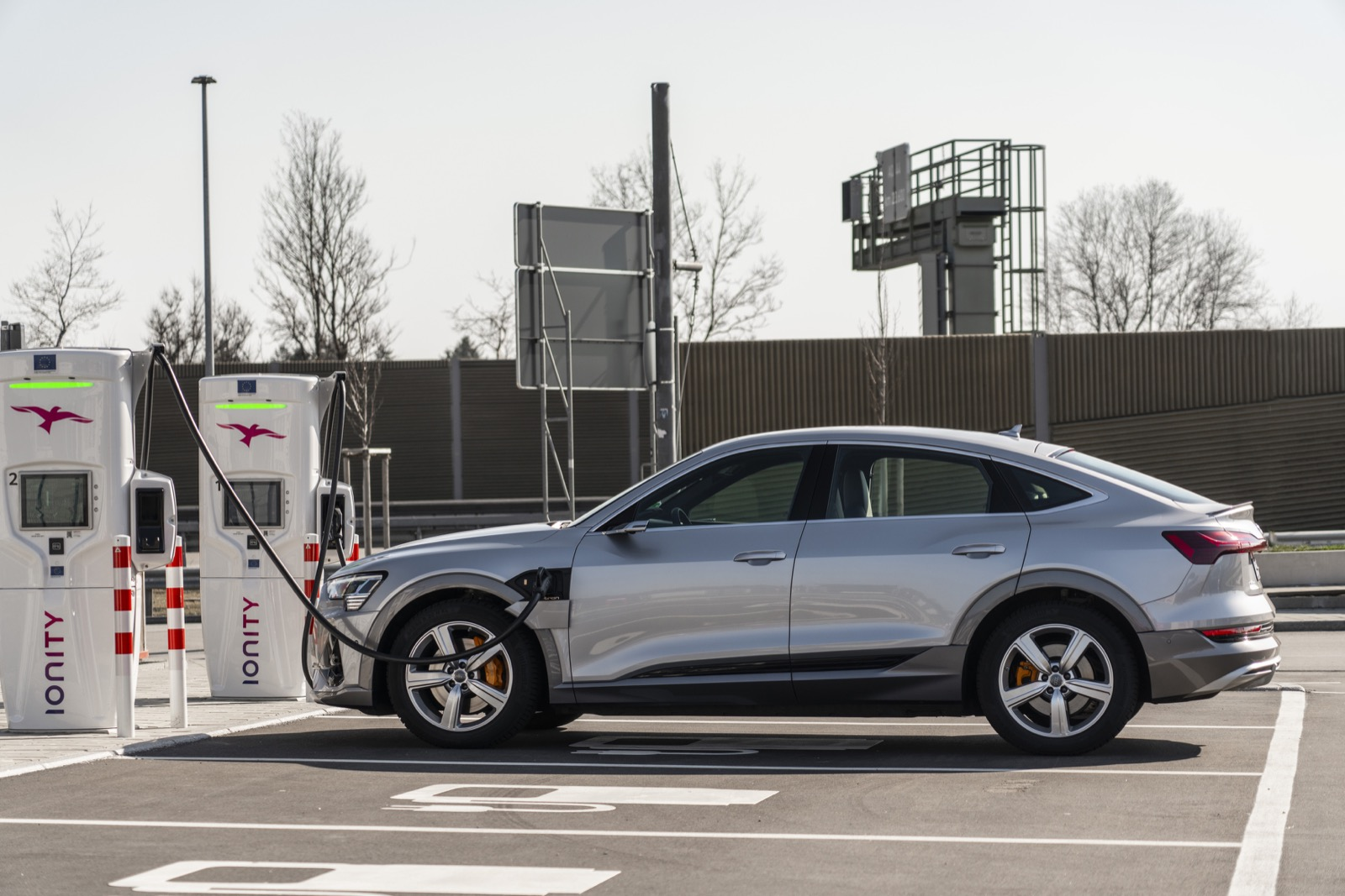 Charging Capacity Vs. Charging Speed: What Constitutes High Char