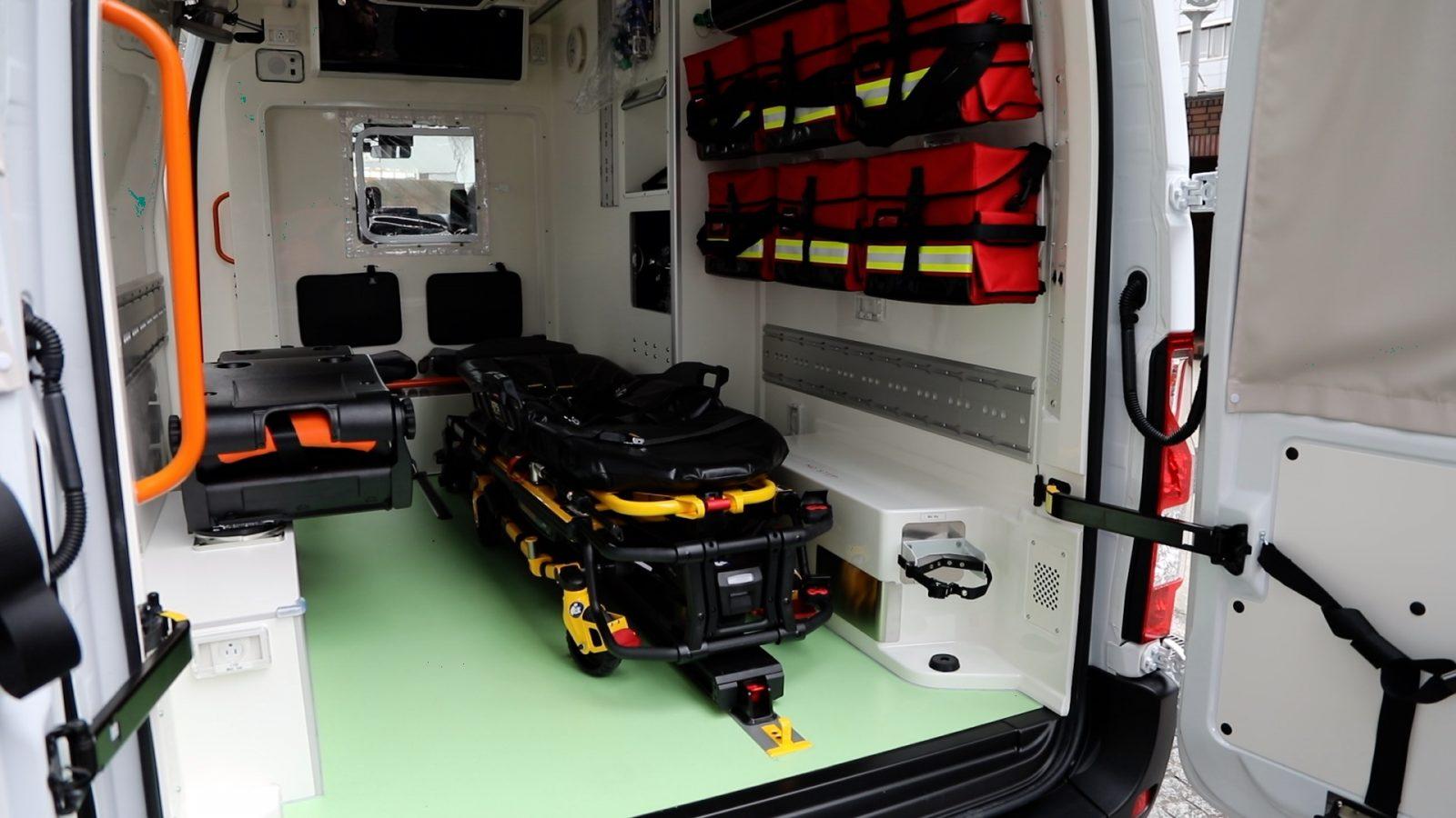 Ambulancia Nissan Nv400 (1)