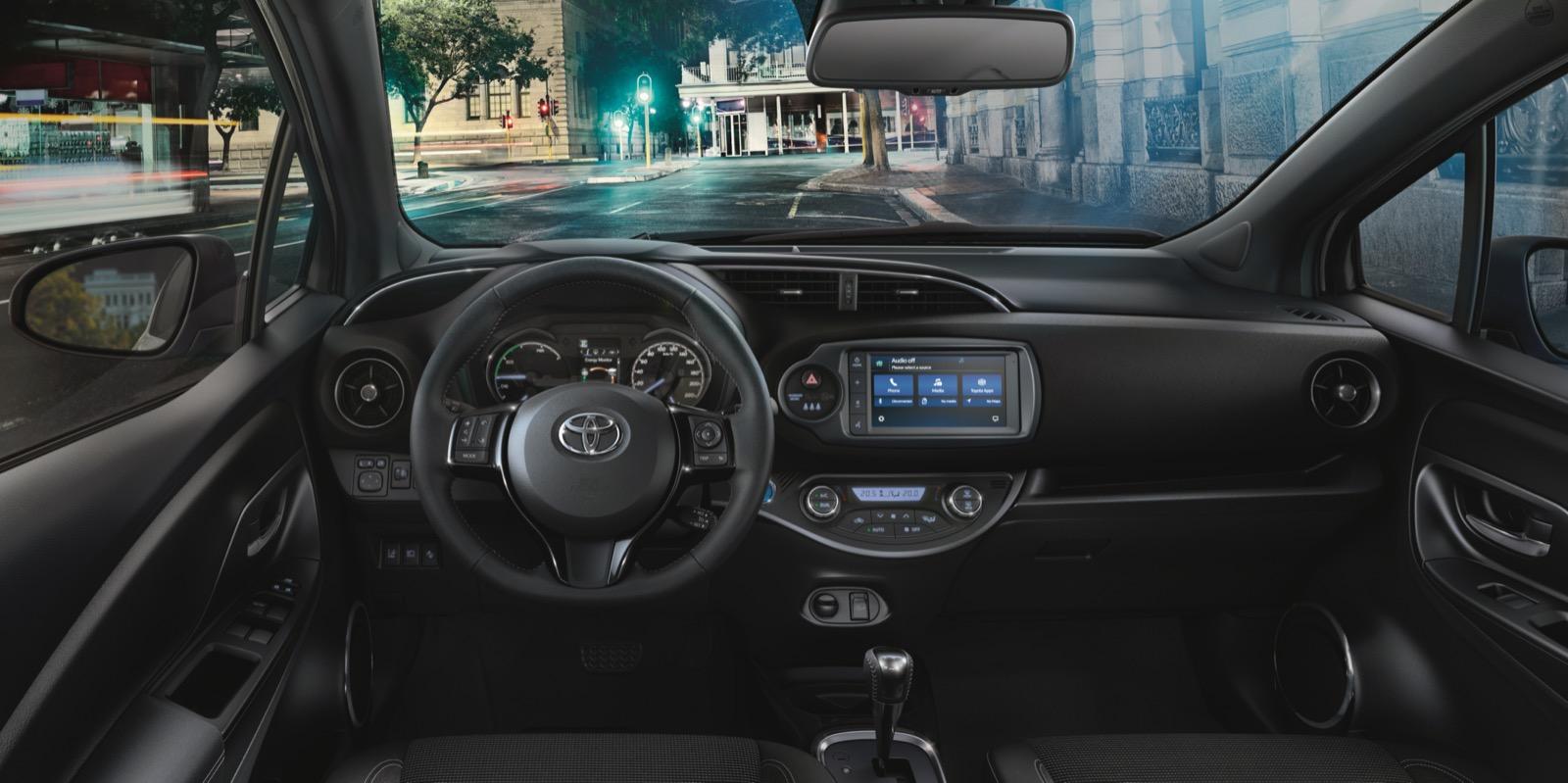 Toyota Yaris Hibrido 1