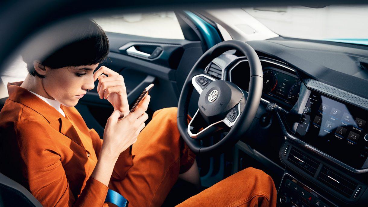 Todo lo que puedes hacer conectando tu coche eléctrico a tu Smartphone