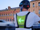 Este chaleco con indicadores LED puede ser de gran utilidad y fomentar la seguridad vial