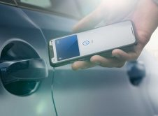 Bmw Apple Carkey Iphone Access Close