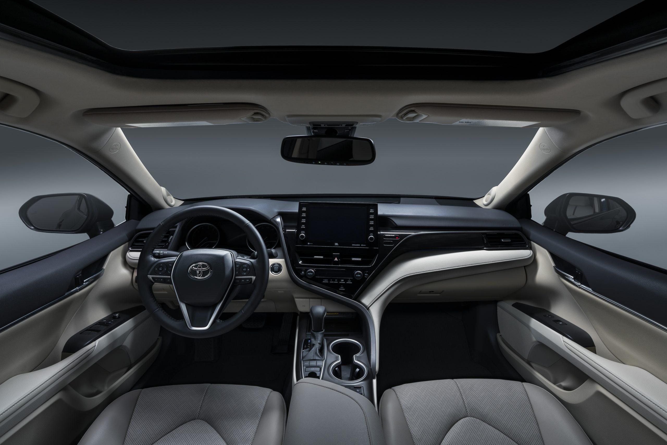 Toyota Camry 2021 (3)
