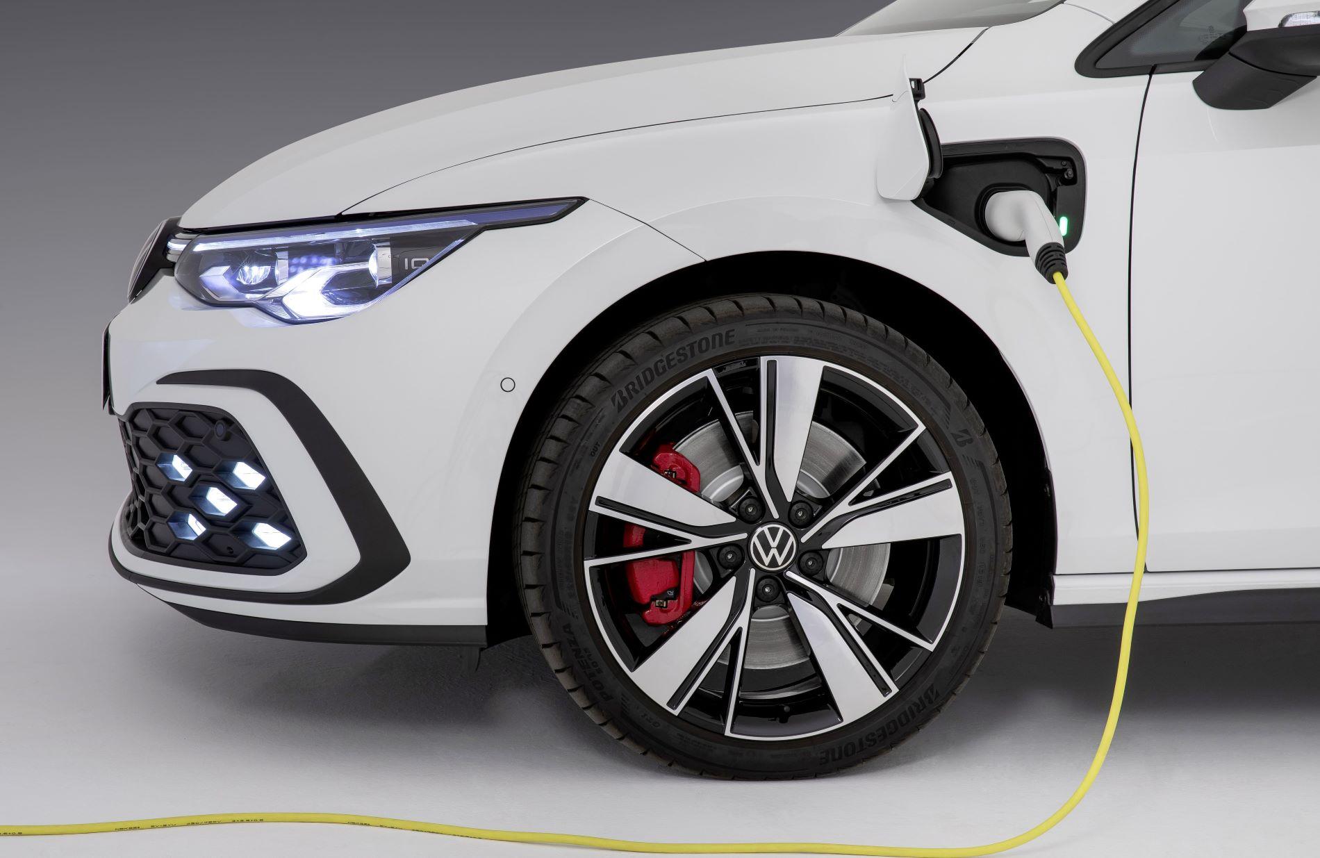 Volkswagen Golf 8 Gte Charging