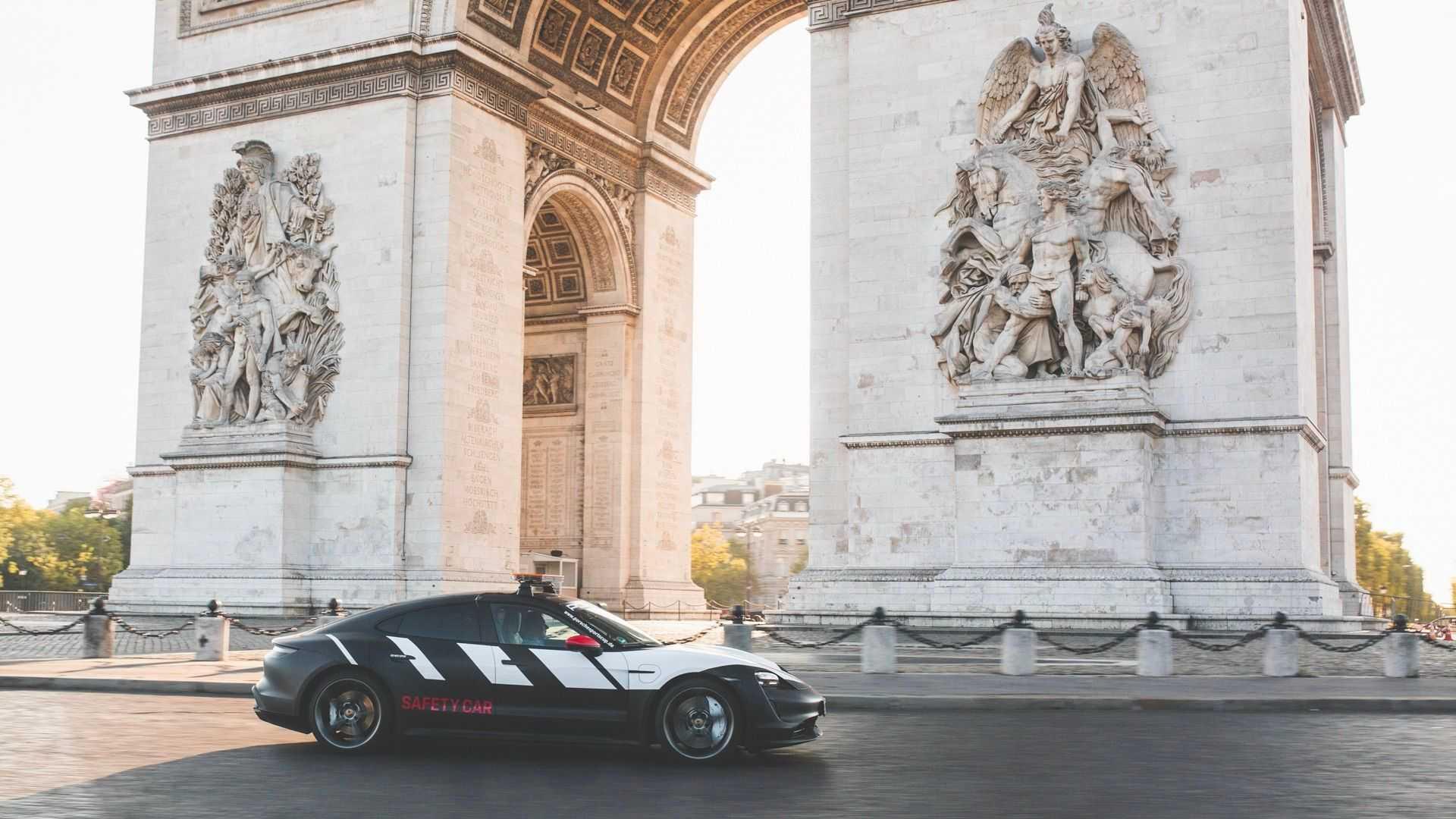 Porsche Taycan Safety Car Paris