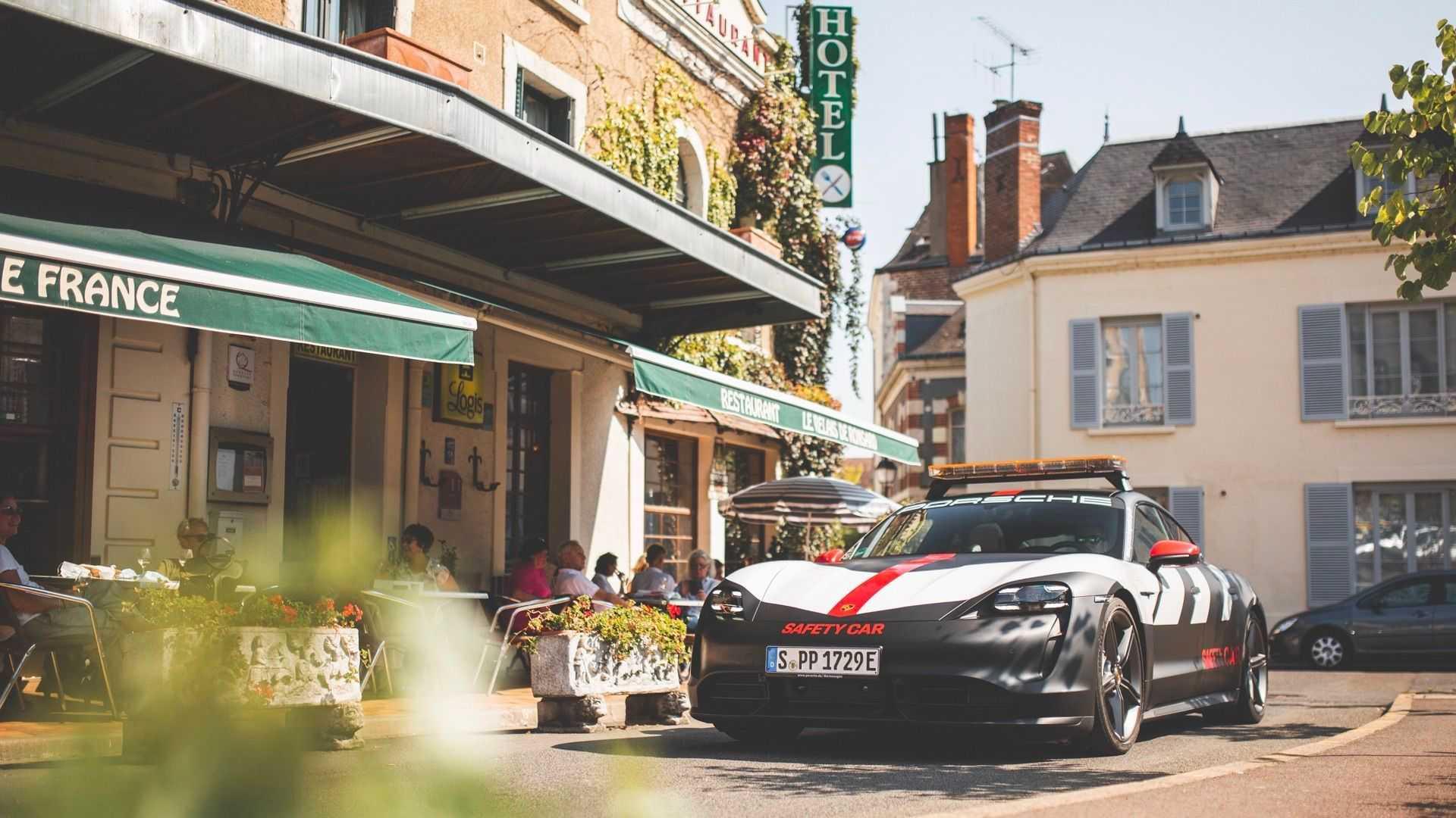 Porsche Taycan Safety Car Street