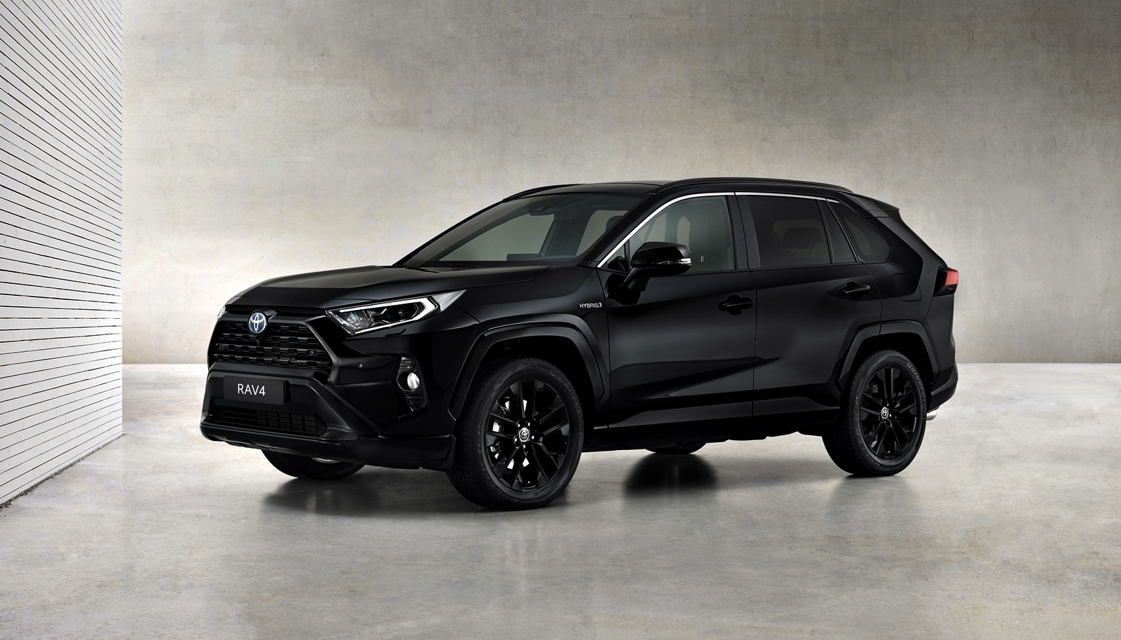 Toyota Rav4 Electric Hybrid Black Edition (1)