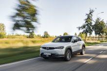 Prueba Mazda MX-30: un crossover eléctrico que convence al conducirlo