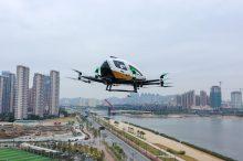 La aeronave autónoma EHang 216 realiza su primer vuelo con viajeros