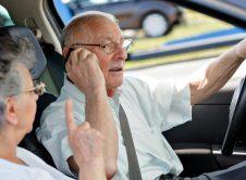 Conductor Mayor Mayores Tercera Edad Anciano Teléfono Móvil Soporte Foto Fuente Dgt