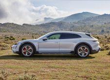 Porsche Taycan Cross Turismo 04