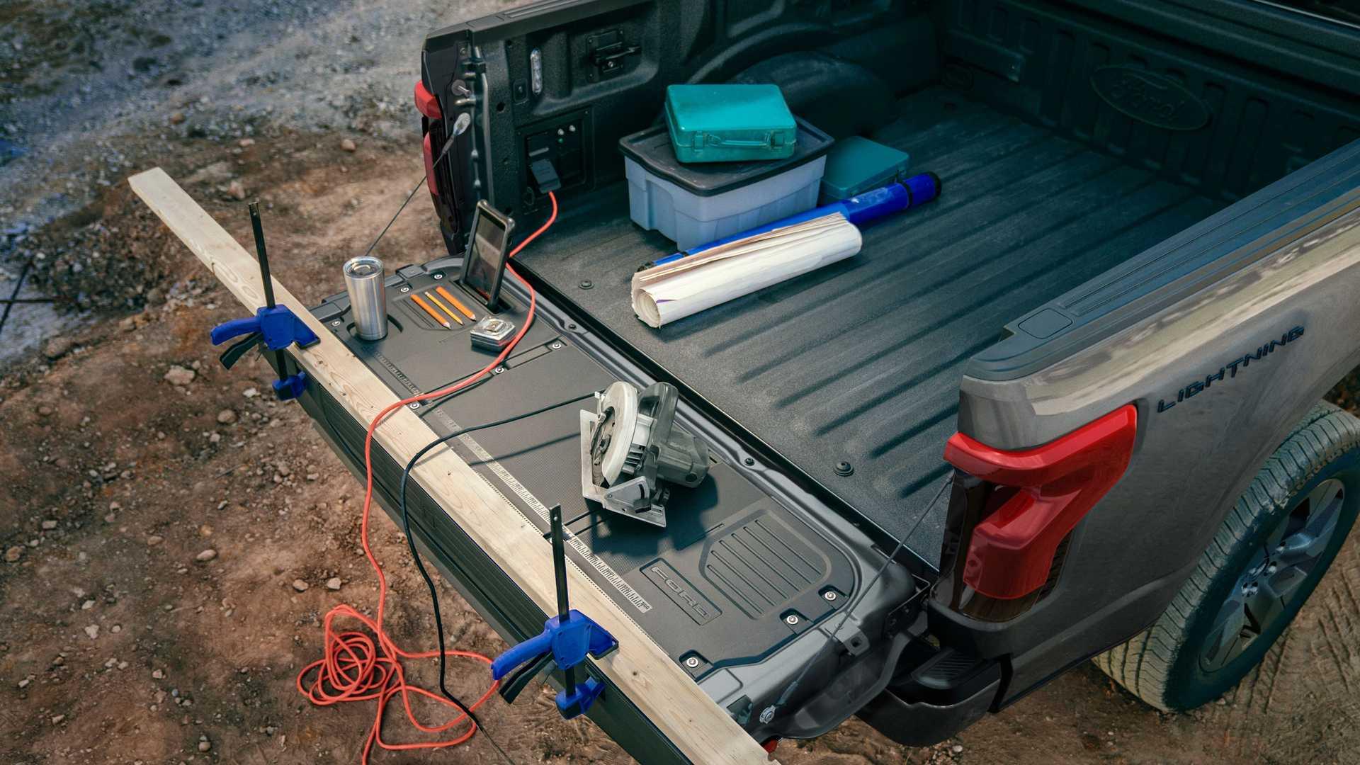 Ford F150 Lightning Bed