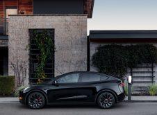 Tesla Modely Black Charging
