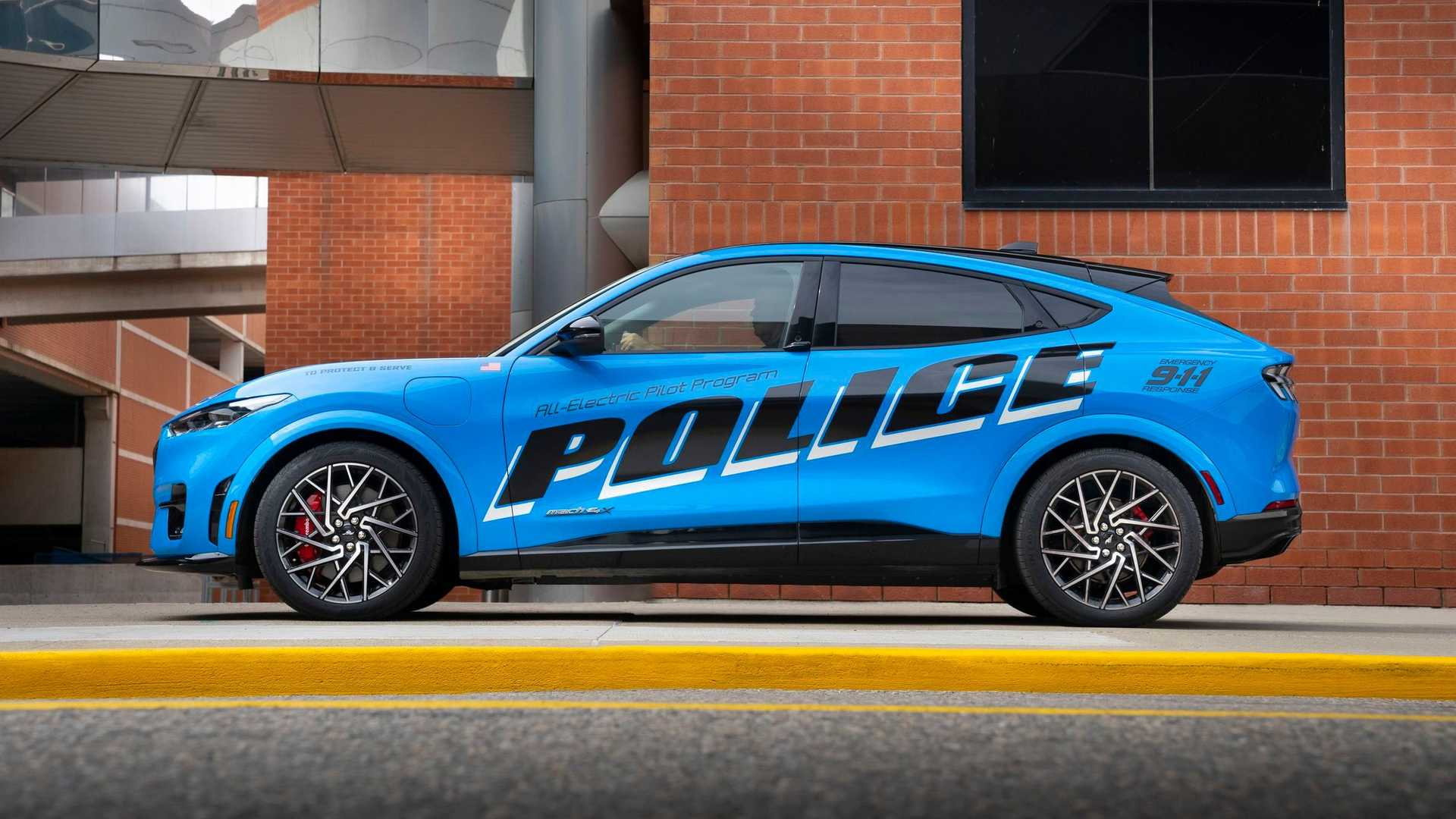Ford Mustang Mache Policia