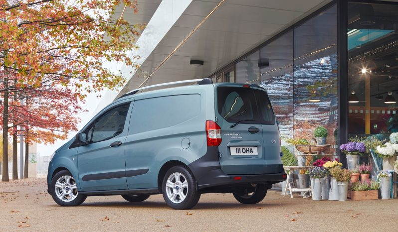 Ford Transit Courier lleno