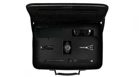 porsche-limited-edition-cayman-s-maletin.jpg