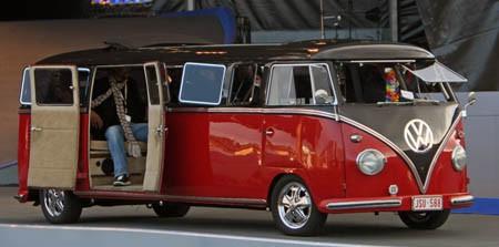Volkswagen Microbus Limusina Puertas Abiertas 2