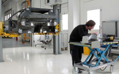 repairing-a-lamborghini-aventador-monocoque-623×389.jpg