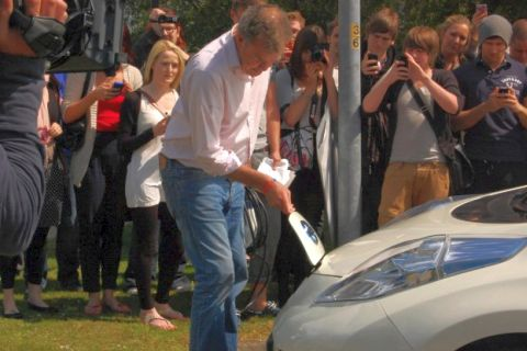 top-gear-stage-another-electric-car-stunt_100349594_m.jpg