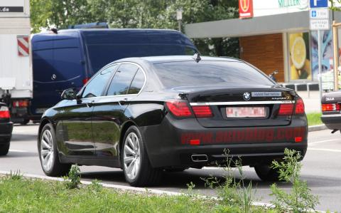 005-spy-shots-bmw-7-series.jpg