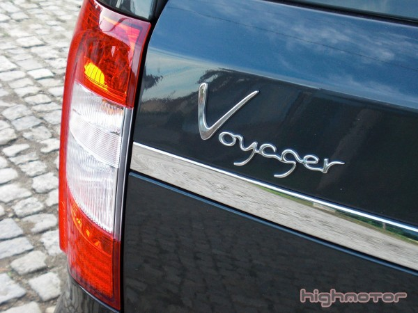 lancia-voyager-07