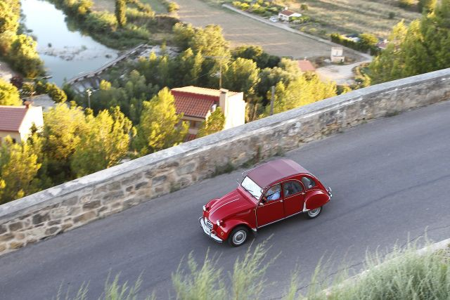 El 20º Encuentro Mundial de Fans del Citroën 2CV reunió a más de 6.000 visitantes y 2.600 vehículos