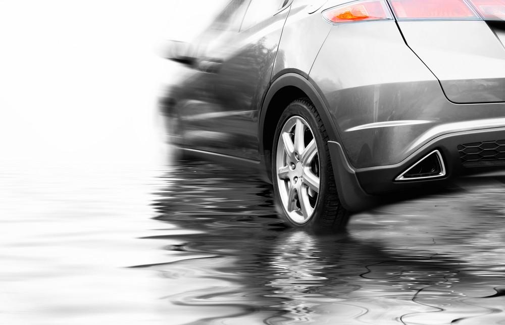 ¡Cuidado con la lluvia! Cómo actuar en caso de aquaplanning