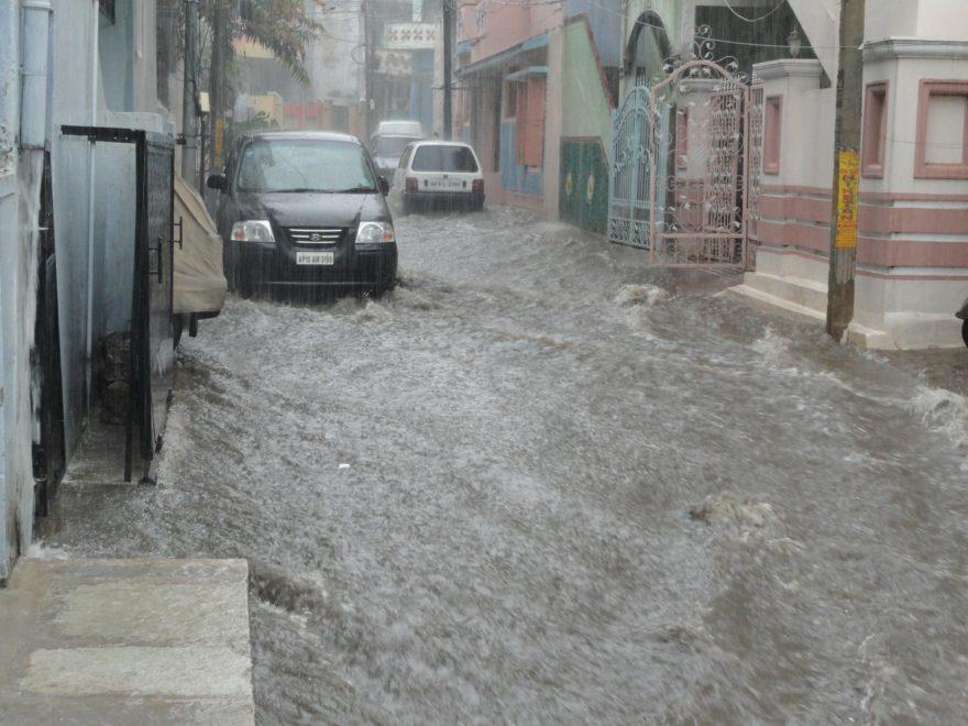 Paga Seguro Inundacion Coche 1