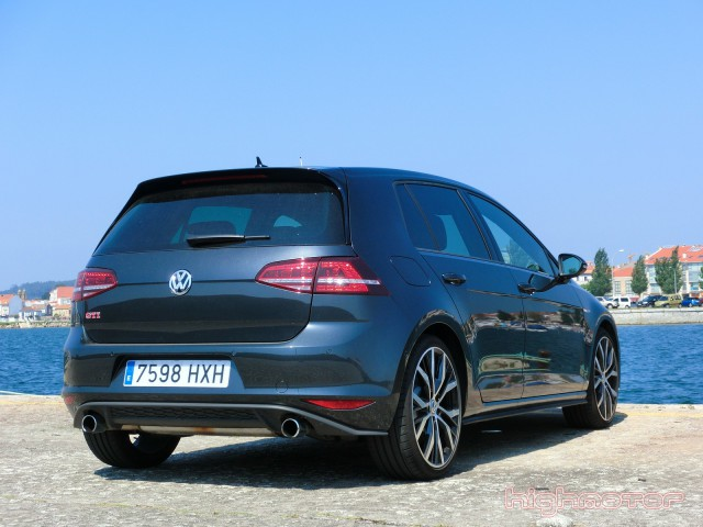 vw-golf-gti-performance-12