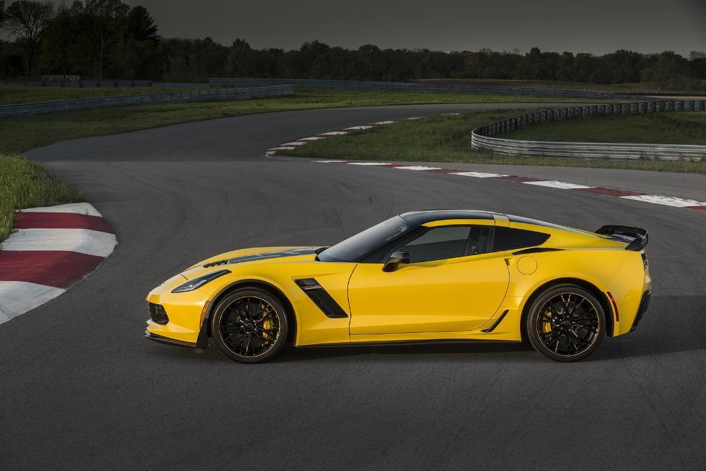 Corvette Z06 C7.R Edition (2)