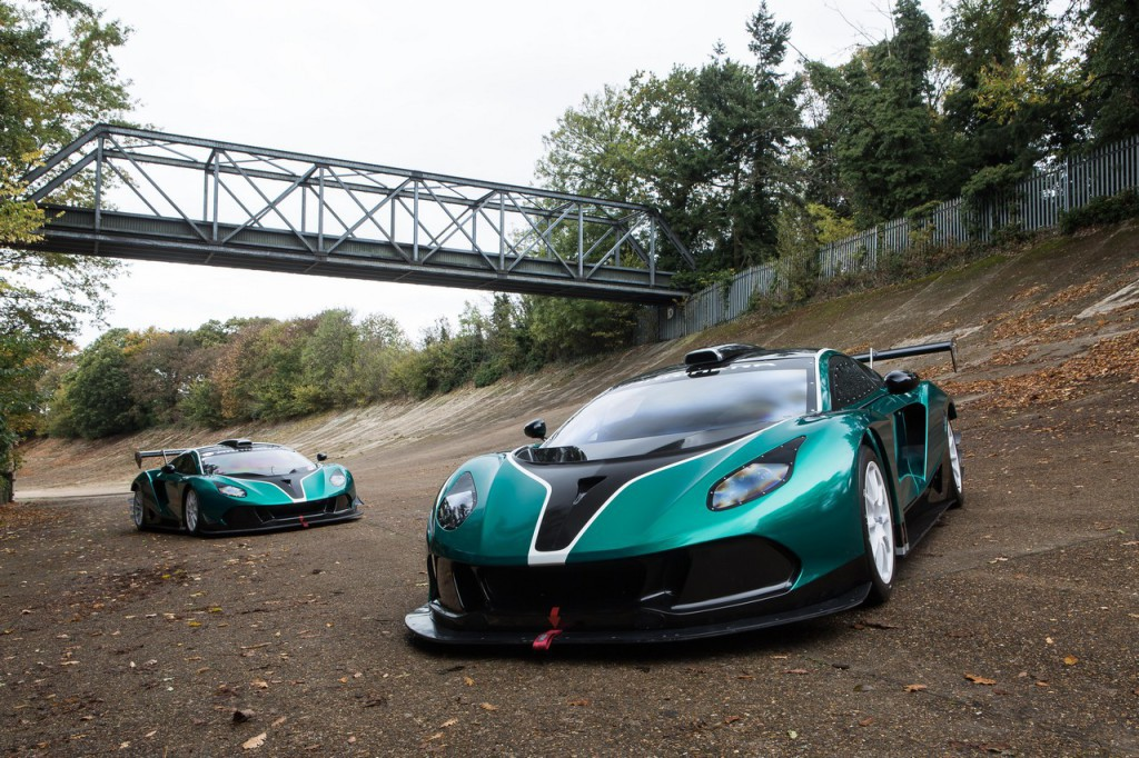 A pair of Arrinera Hussarya GTs on the Brooklands banking