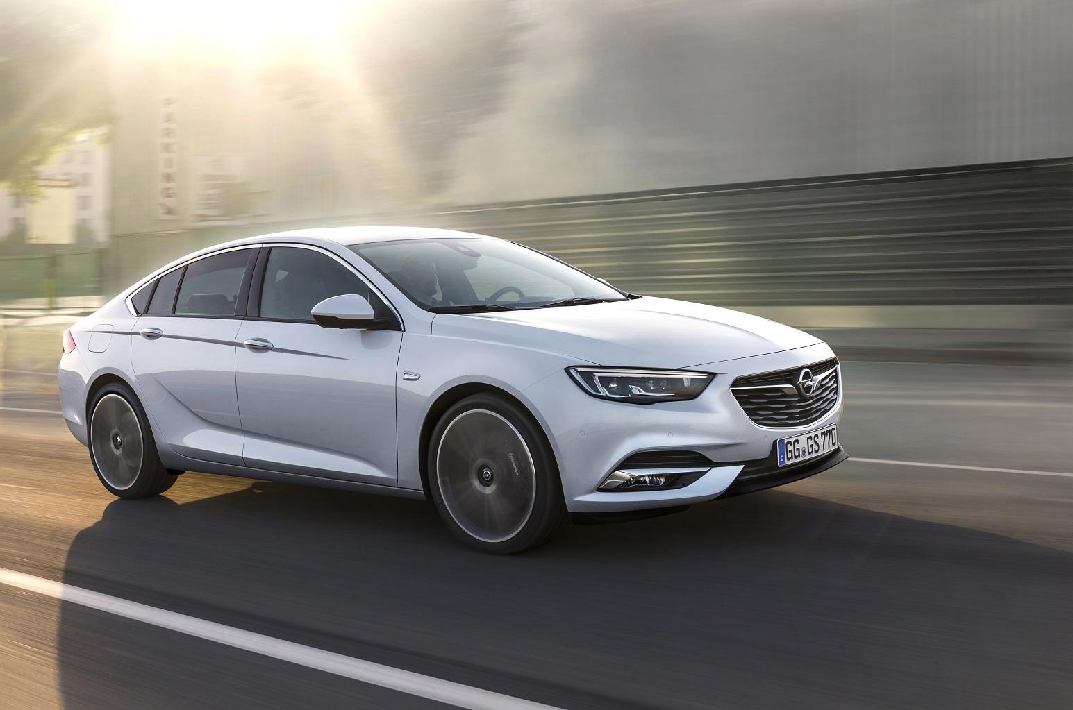 Opel Insignia Grand Sport 2017: una berlina coupé atlética y elegante