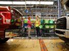 El creador de Facebook, Mark Zuckerberg, visita la factoría de Ford en Detroit