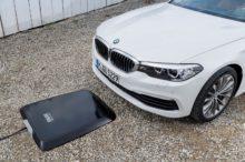 El sistema de recarga inalámbrica de BMW será incluido en muchos de sus vehículos electrificados