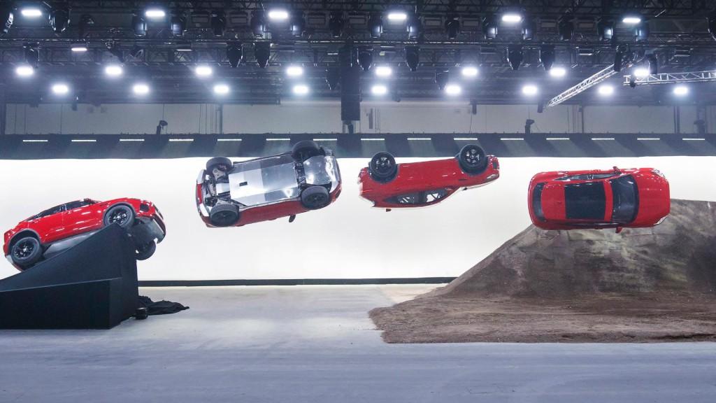 jaguar-e-pace-jump-6