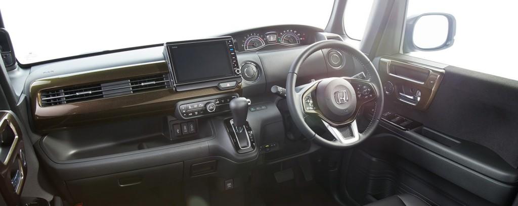 Honda-N-Boxr-13