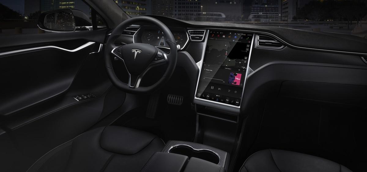 Tesla Autopilot reacción cuando el piloto no está a los mandos